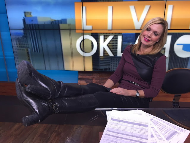 THE APPRECIATION OF BOOTED NEWS WOMEN BLOG : BOOT SELFIES!!!
