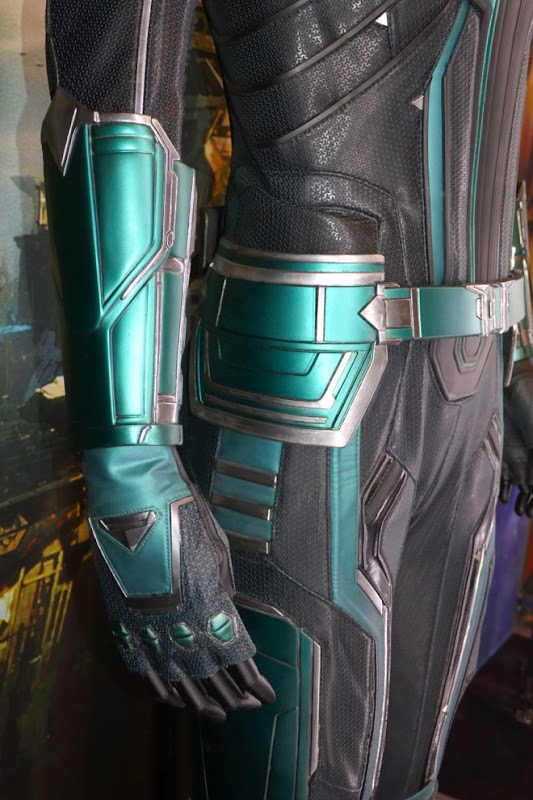 Captain Marvel Vers Starforce costume gauntlet glove