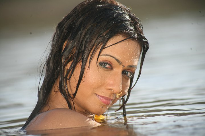 Download Bhojpuri Actress Pakhi Hedge HD Wallpapers - Latest Hot Pics, Images in beautiful Dress
