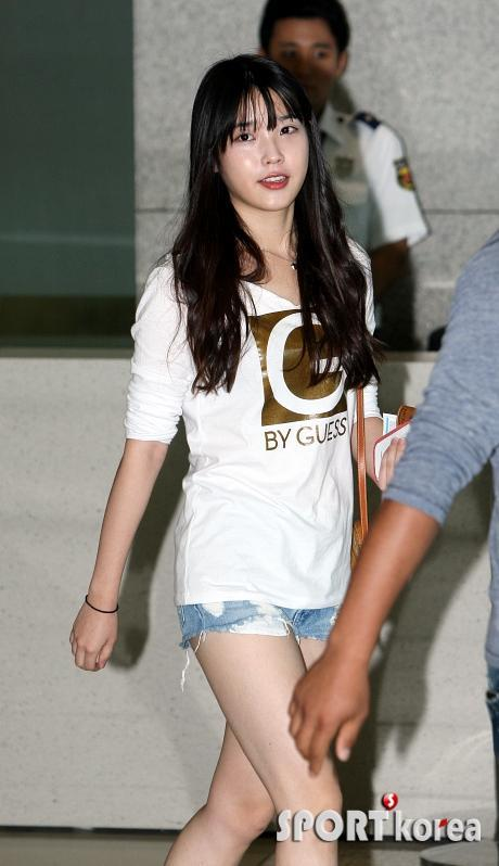 Iu S Casual Airport Fashion Daily K Pop News