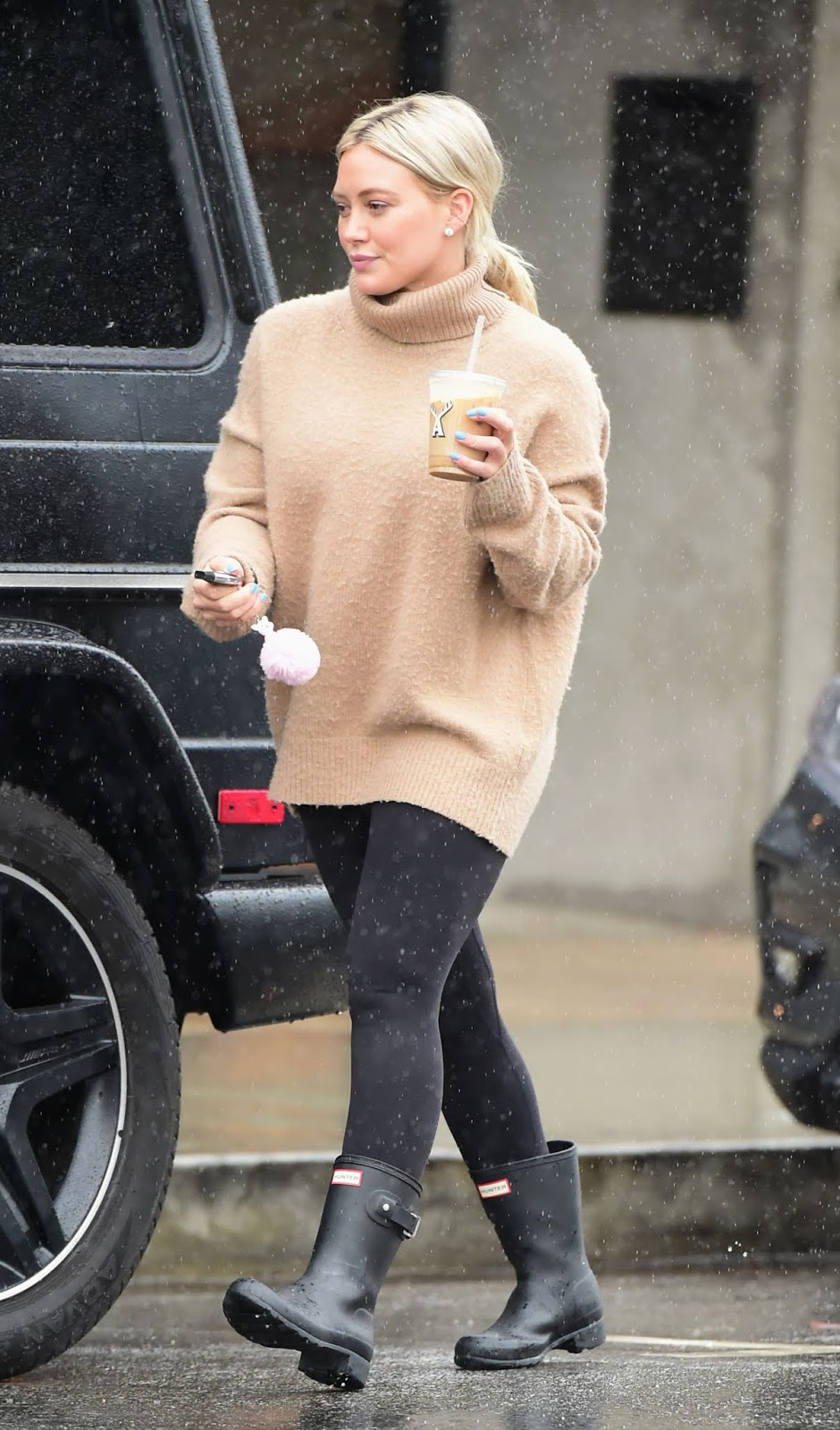 Hilary Duff out for coffee in LA - 02/02/2019
