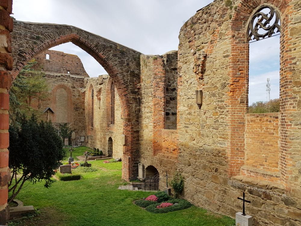 Budziszyn co zobaczyć i zwiedzić? Ruiny kościoła św. Mikołaja i stary cmentarz miejski
