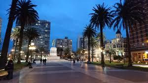Plaza Independencia de noche