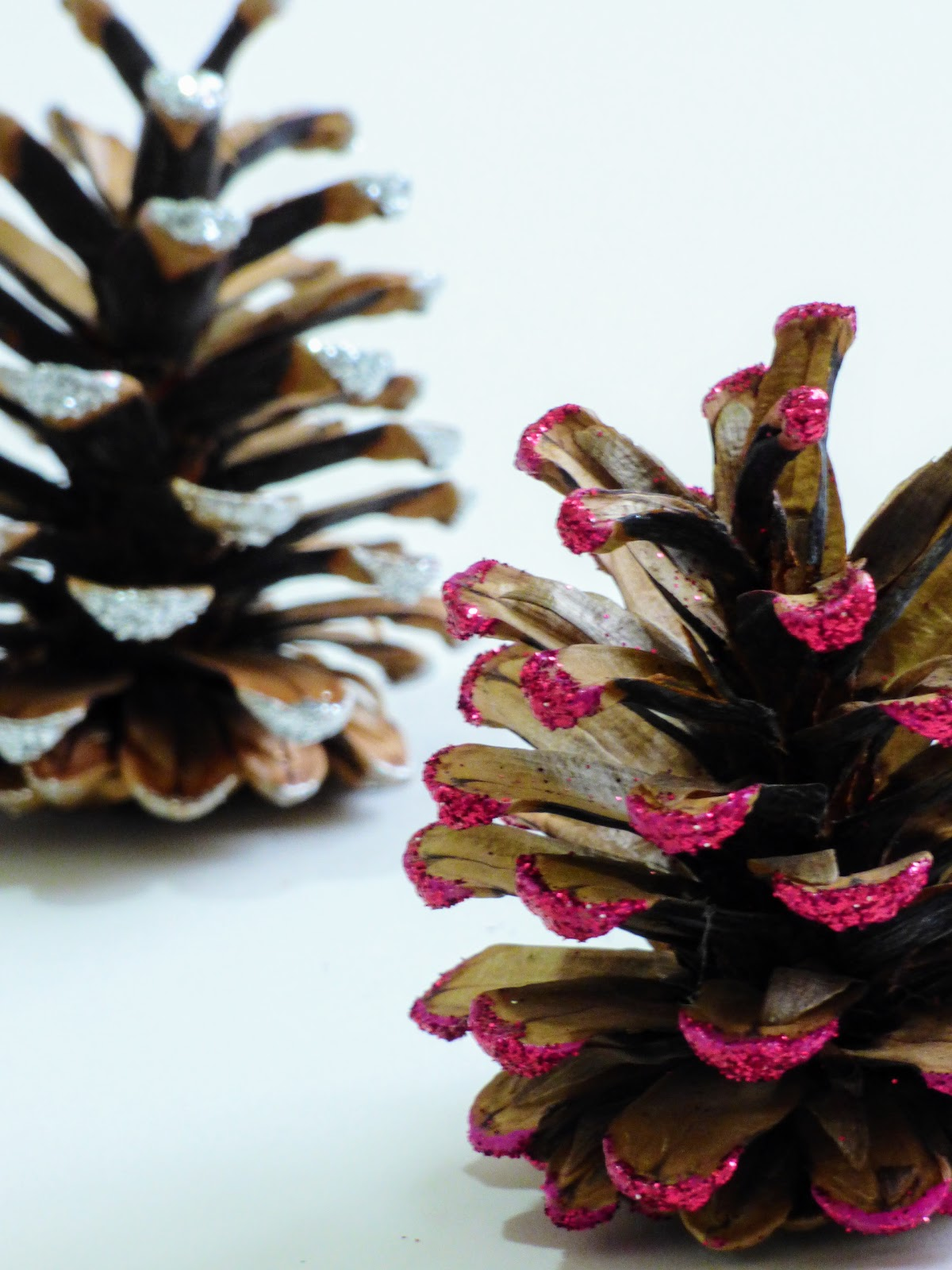 pine cone crafts easy pine cone crafts glitter crafts 2682