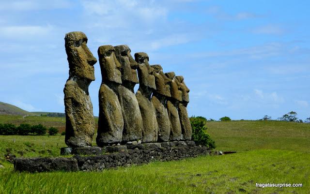 Ilha de Páscoa, estátuas de pedra (moai)