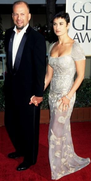 Foto de Demi Moore de la mano con Bruce Willis