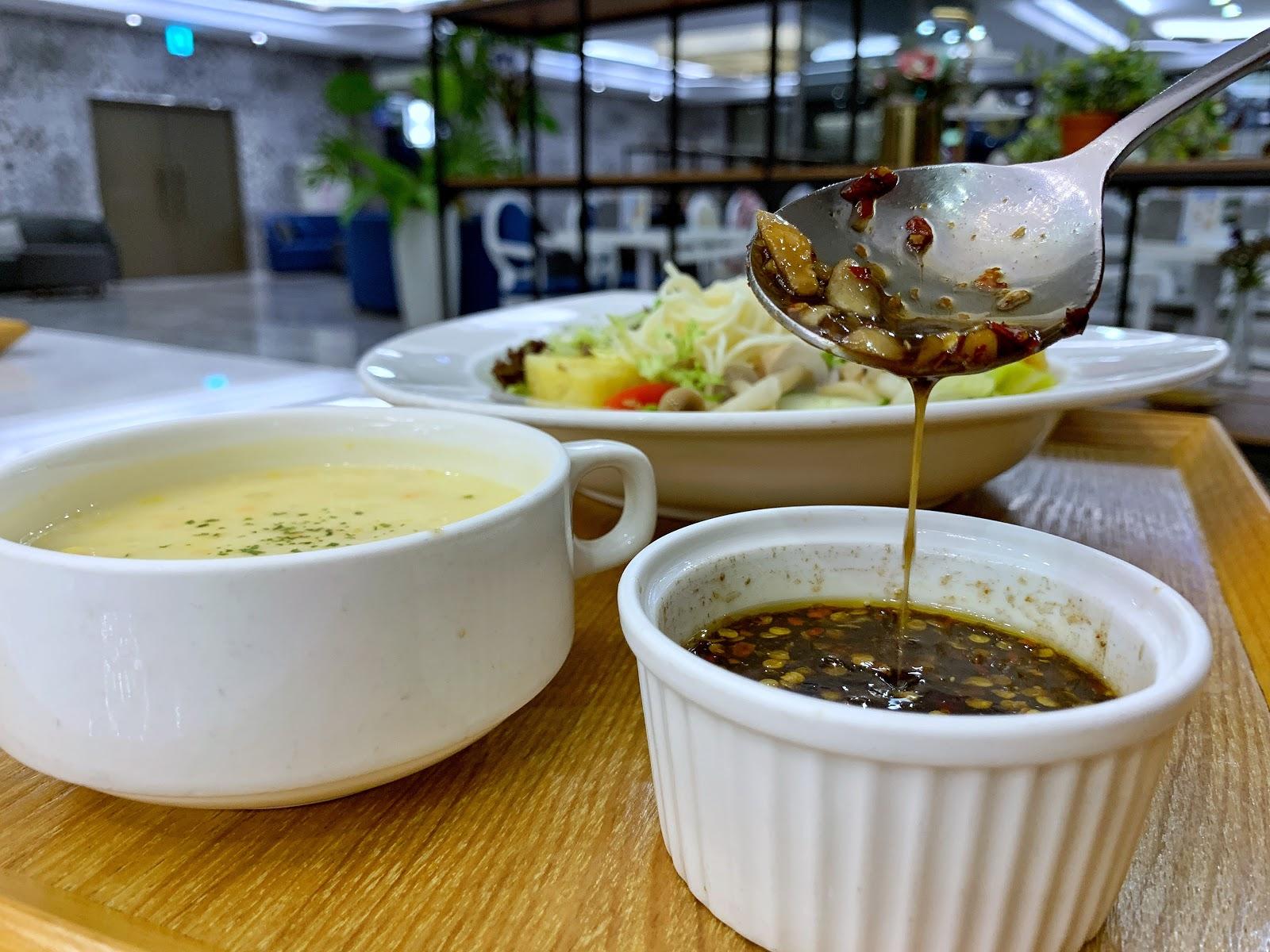 三皇三家餐點淋醬椒麻醬