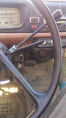 شاحنة بيجو قديمة