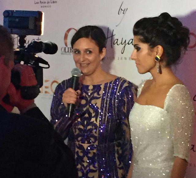 Ana Martin vestida de Patrice Papa, presenta ante los medios a Raquel Torres y Hayat alta joyería.