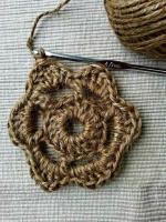 https://laventanaazul-susana.blogspot.com.es/2016/05/178-flor-de-canamo-crochet.html
