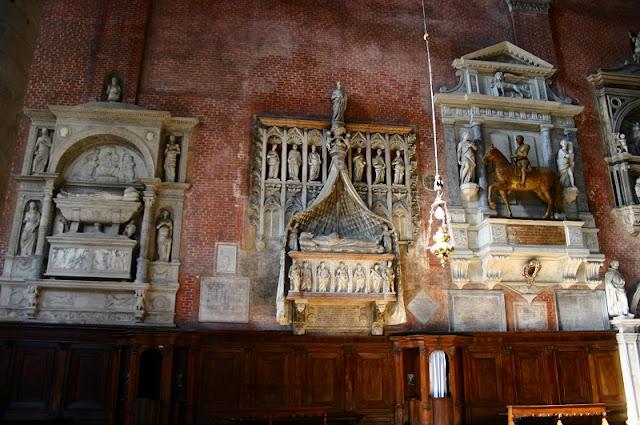 Detalhes do interior da Basílica de São João e São Paulo em Veneza