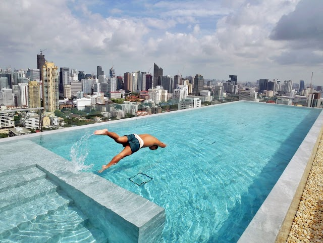 LOOKING FOR A ROOFTOP POOL IN BANGKOK