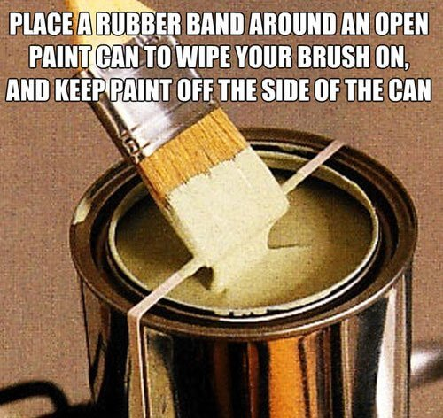 Placing rubber bands on an open paint to wipe excess from the brush