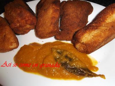 Pechuga empanada rellena de cheddars