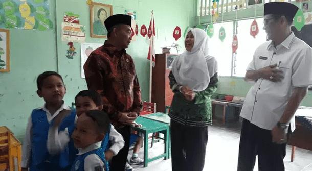 Mendikbud Akui Permasalahan Pelik Guru Honorer di Indonesia