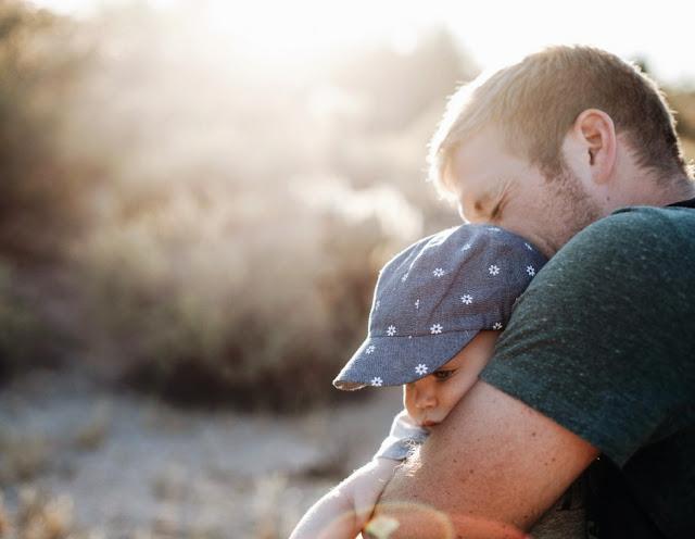 Η παιδική ηλικία του άντρα καθορίζει τι πατέρας θα γίνει