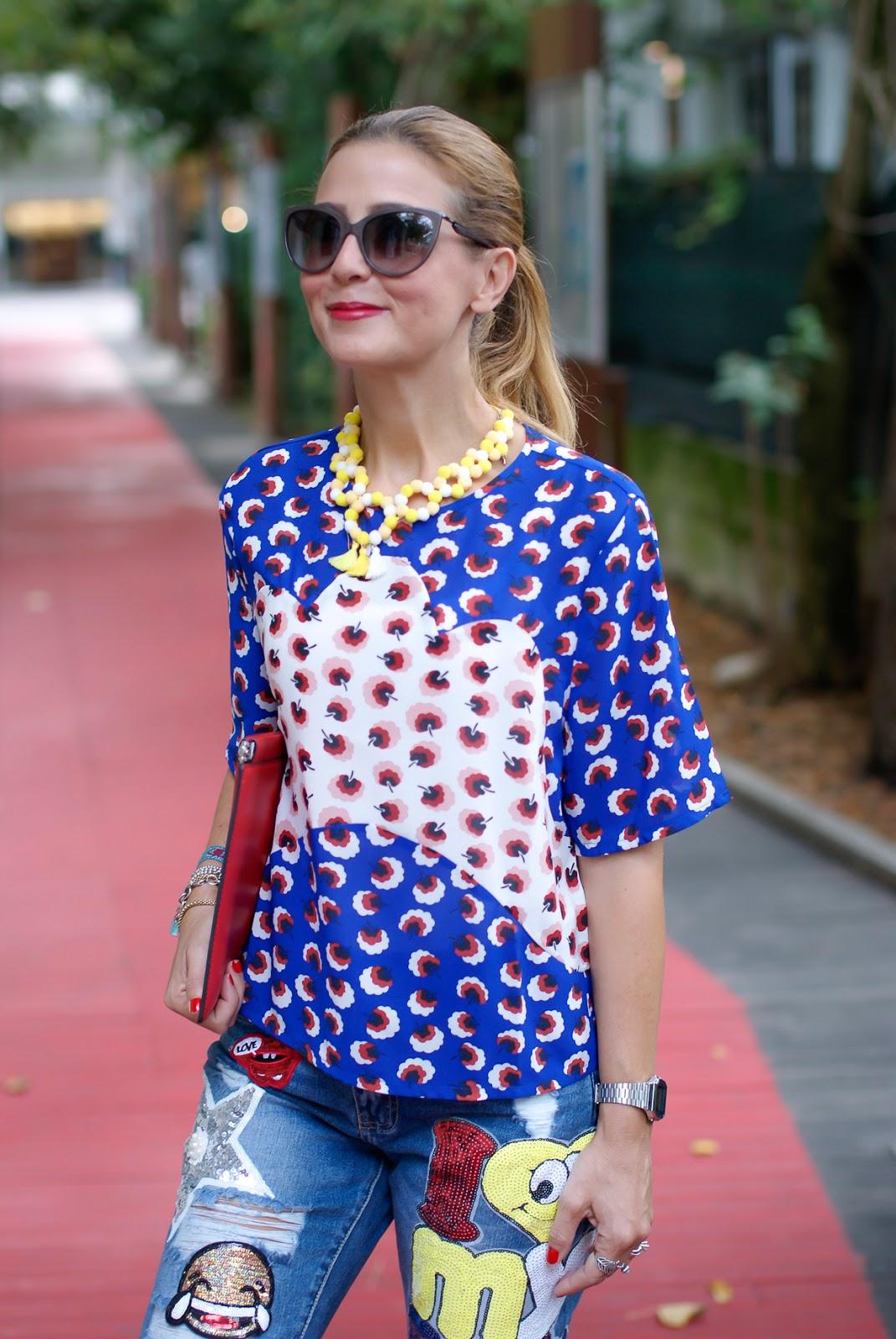 Minueto blouse and whatsapp emoji patch on Fashion and Cookies fashion blog, fashion blogger style