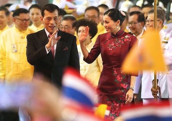 Thai King Maha Vajiralongkorn and Queen Suthida visited Yaowaraj and Mangkorn Kamalawas Temple and Thienfah Foundation Hospital