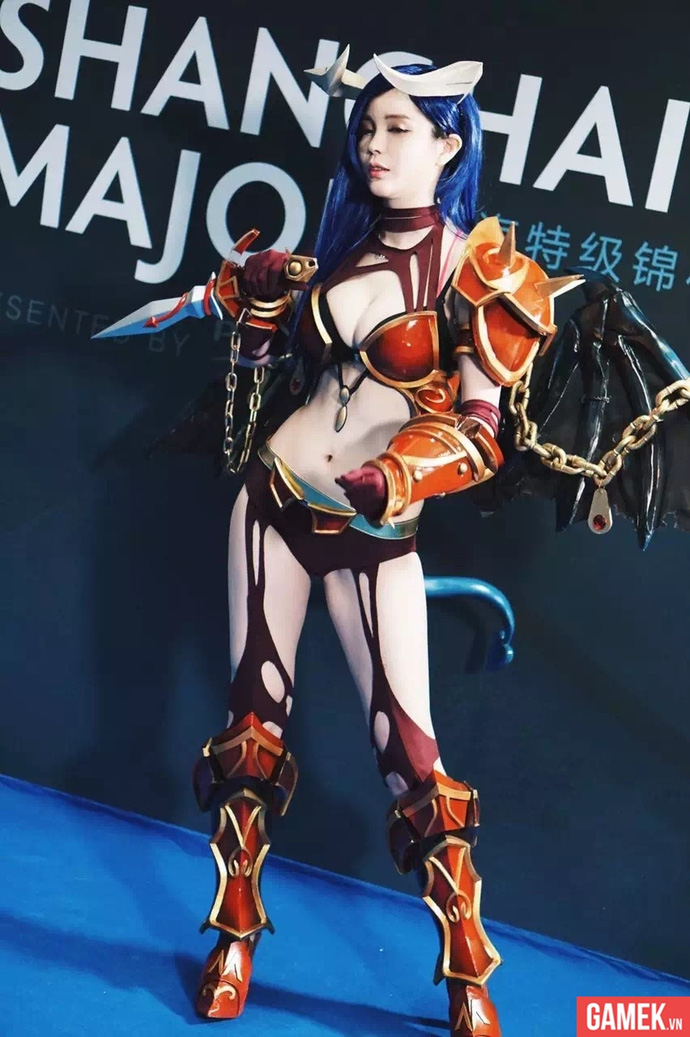 lang nhan sexy queen of pain cosplay 04