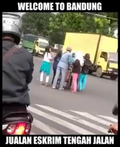 Welcome To Bandung Jualan Eskrim di Tengah Jalan