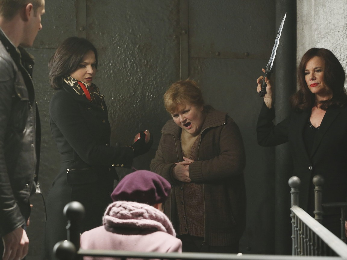 Once Upon A Time - Season 2 Episode 15: The Queen is Dead