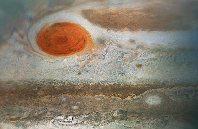 NASA опубликовало новый снимок гигантского урагана на Юпитере