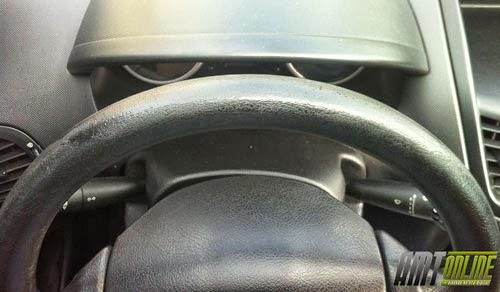 Foto do volante do meu carro por cima, mostrando aonde foi recuperado, quase não se percebe o local reparado.