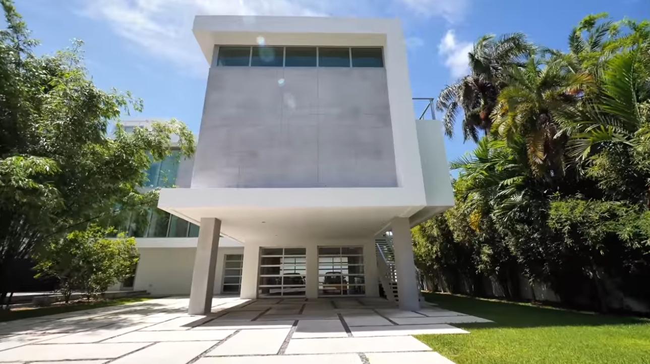 29 Photos vs. 3550 Matheson Ave | Miami - Contemporary Bayfront Property - Luxury Home & Interior Design Video Tour