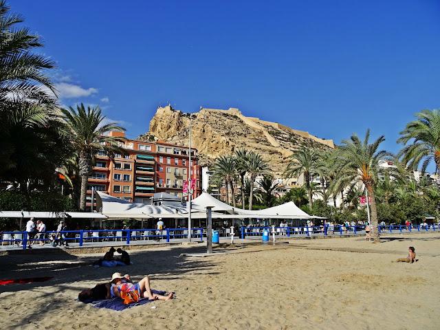 zamek Alicante widok z plaży, Hiszpania