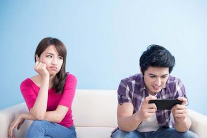 4 Penyebab Rusaknya Hubungan yang Disebabkan Terlalu Kecanduan Social Media