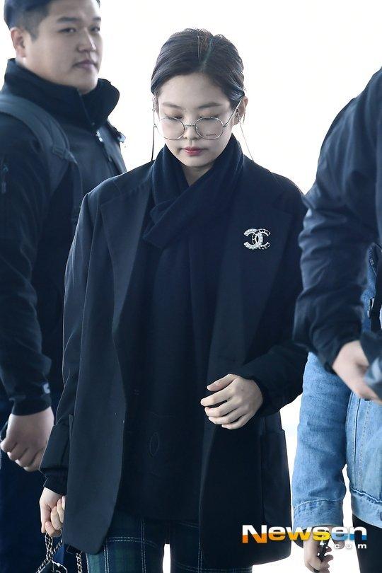 Jennie havaalanı tarzını Chanel ile tamamladı