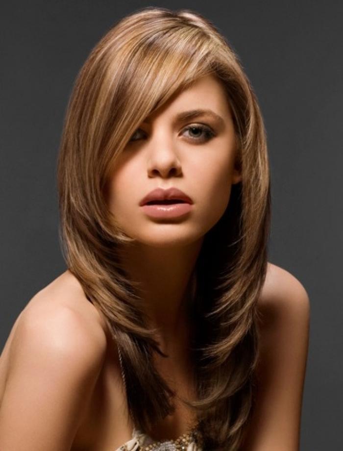 5 Model Rambut Panjang untuk Kamu yang Berwajah Bulat  df9c2348f8