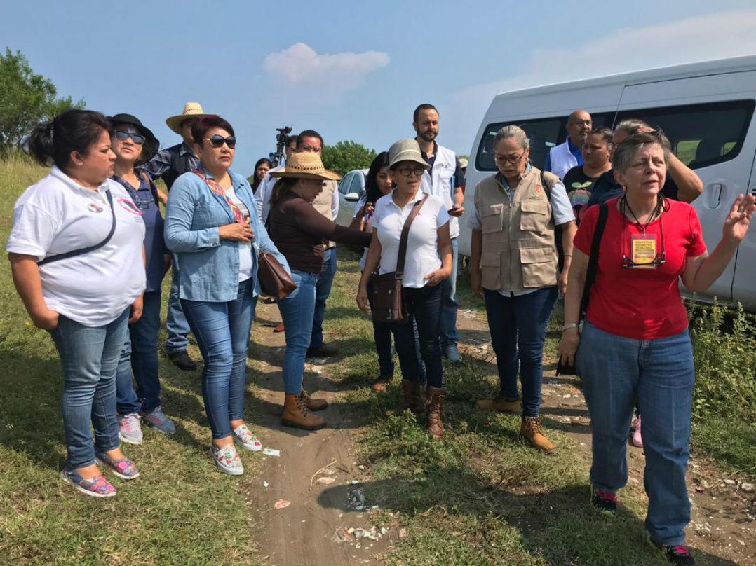 Familiares de desaparecidos acceden a narcofosa de Arbolillo, a regañadientes