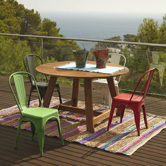mesa-sillas-colores-jardin-Leroy-Merlin