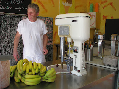 Here's Why Your Cafe Needs an Ice Cream Making Machine