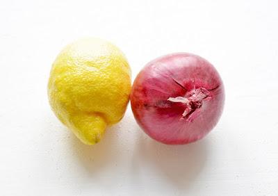cara menghilangkan uban dengan Bawang dan Lemon Jus
