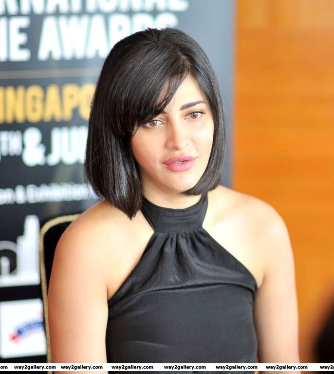 Shruti Haasan descended at the SIIMA  press meet