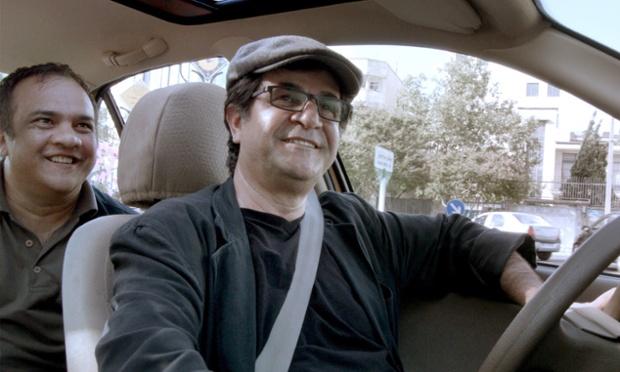 Jafar Panahi dans son film Taxi