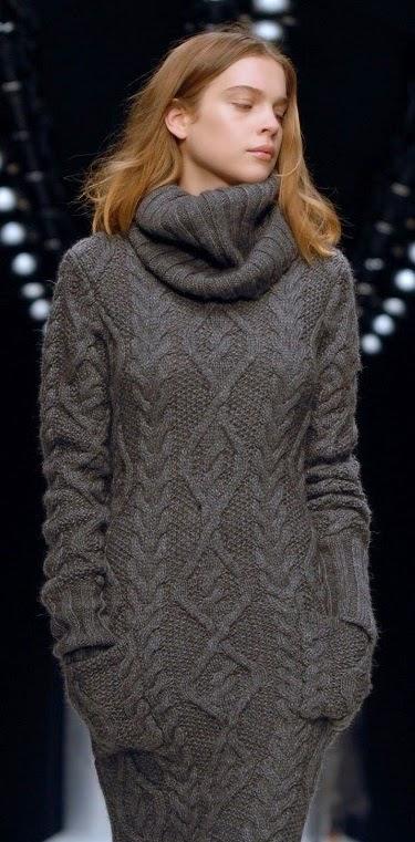 теплые вязаные платья с косами