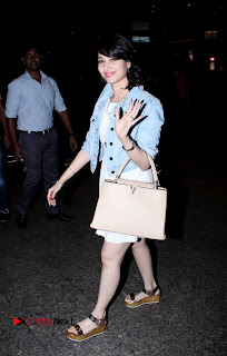 Actress Tamannaah Bhatia Pictures at Mumbai Airport  0009.jpg