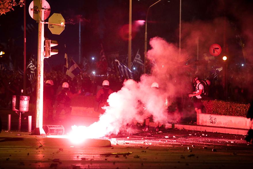 Δεκάδες κλήσεις στο ΕΚΑΒ για παροχή πρώτων βοηθειών στους διαδηλωτές