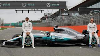 Nuevo Mercedes de Formula Uno 2017. Lewis Hamilton y Valtteri Bottas en el nuevo Mercedes de Formula Uno F1