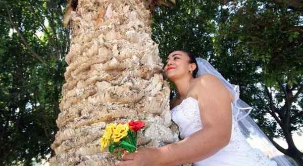 عروس تبيع عريسها مقابل 10 آلاف دولار