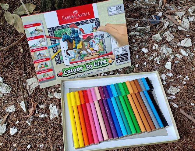 Connector Colouring Pens  ini bentuknya seperti spidol, dan yang bikin unik juga menarik itu adalah tutupnya yang bisa dibuat mainan sama karena bisa digabung-gabungkan gitu seperti dirakit.