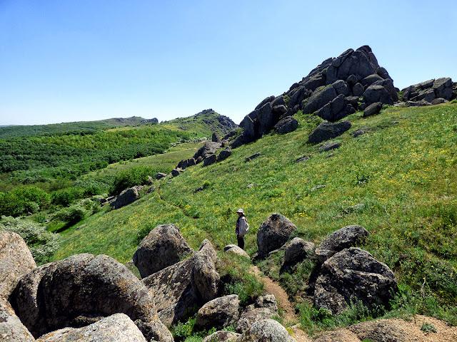Frumuseti din Muntii Macinului (I) – Traseul Culmea Pricopanului