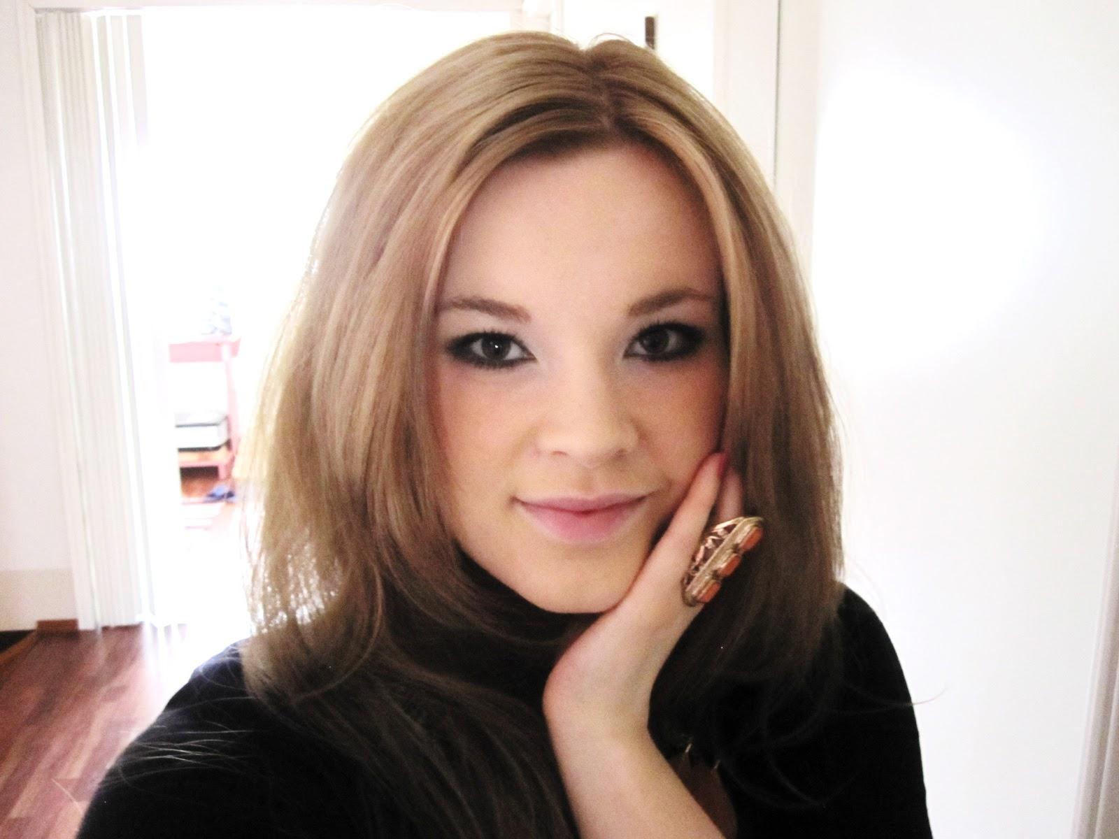 vaalea hiusväri tumman päälle