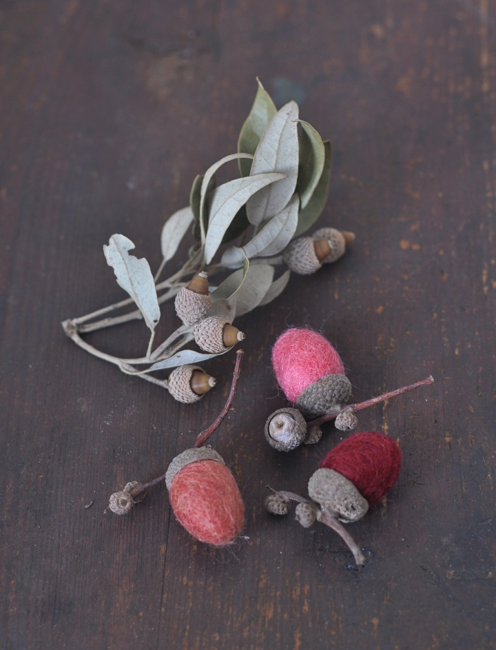 DIY Felt Acorns, an easy to make DIY that brings color into your decoration