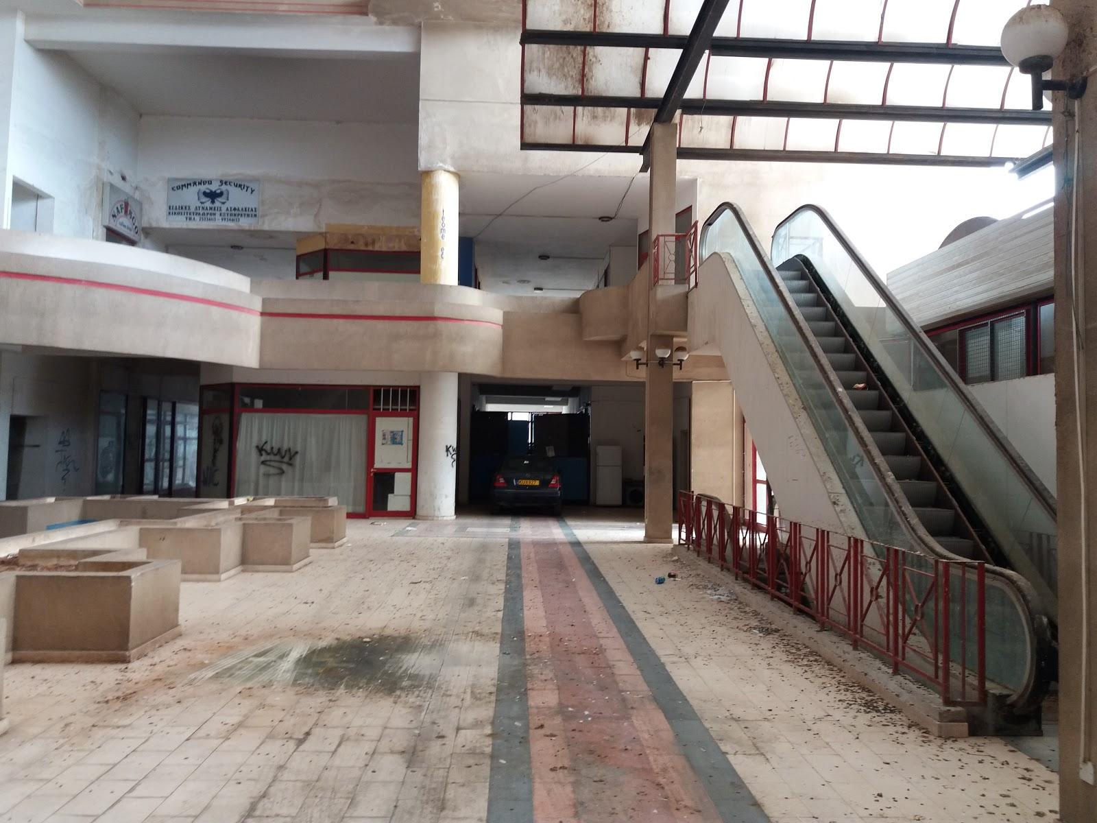 Заброшенное здание Fysco Lotus Plaza в Лимассоле