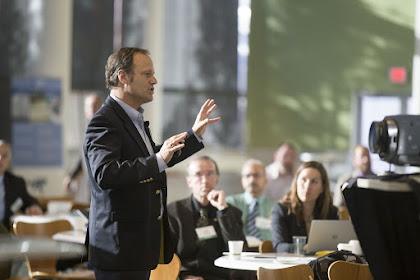 7 Tips Agar Percaya Diri Saat Berbicara di Depan Umum