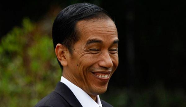 Diminta Copot Jaksa Agung, Jokowi Cuma Senyum